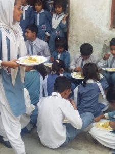 school children enjoying food